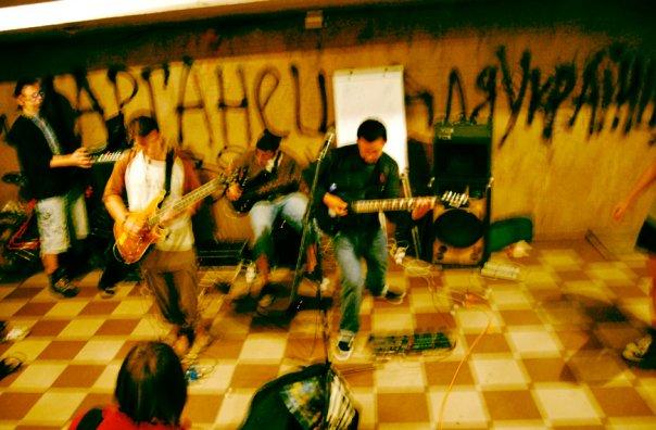 Фотоархів. Концерт мат-рок групи Гравіцапа в підземному переході на Міцкевича